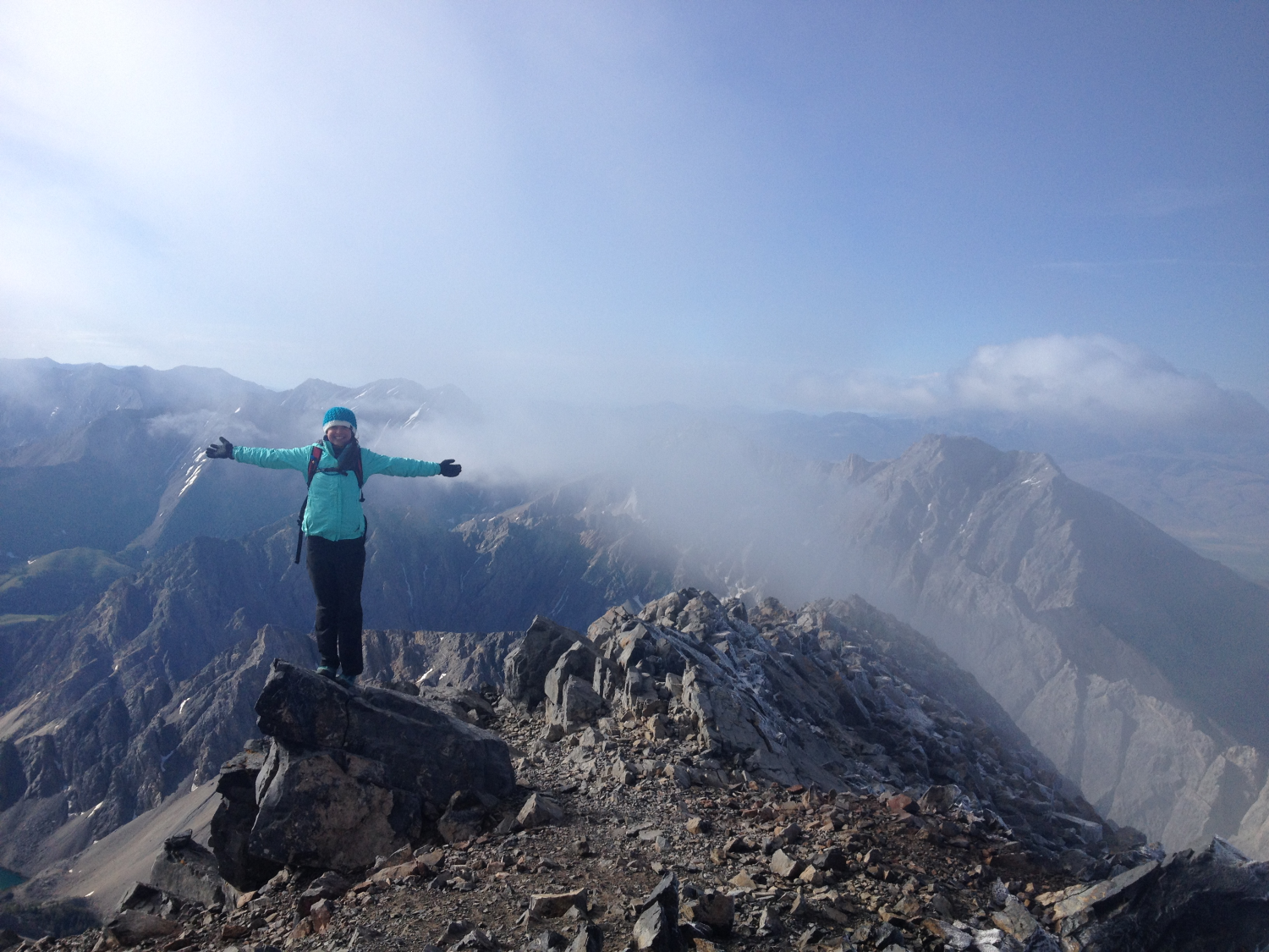 A student climbed to the highest mountain of the UK in 13 cm heels 86